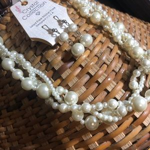 Glass pearls set